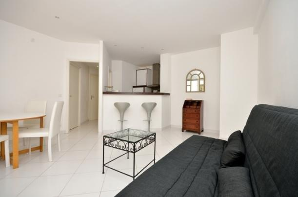 living room - Superb Rental with AC and Balcony, Close to Croisette and Rue d'Antibes - Cannes - rentals