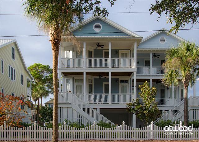 Beach Bums - 4BR + Loft/3BA Beach Walk Home, Screened Porch, Quality Decor - Image 1 - Edisto Island - rentals