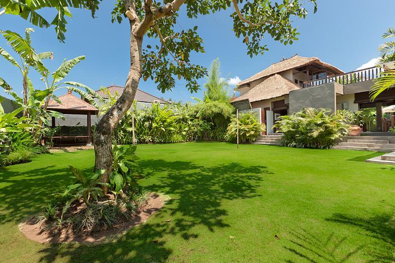 Garden view - plenty of room to relax or run around - Villa Kebun the Garden Villa - Canggu Bali - Canggu - rentals