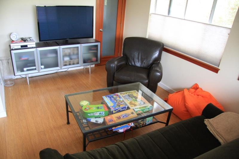 TV Room - Spacious 2bd/2ba Venice Home w Rare Summer Avail. - Los Angeles - rentals