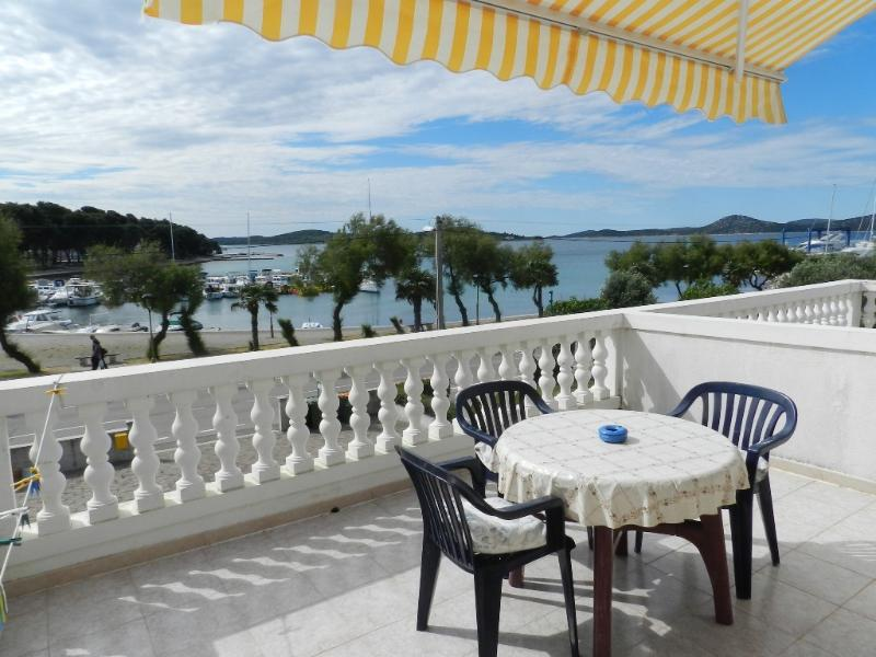 Apartment and Rooms Vinko - 22651-S1 - Image 1 - Vodice - rentals