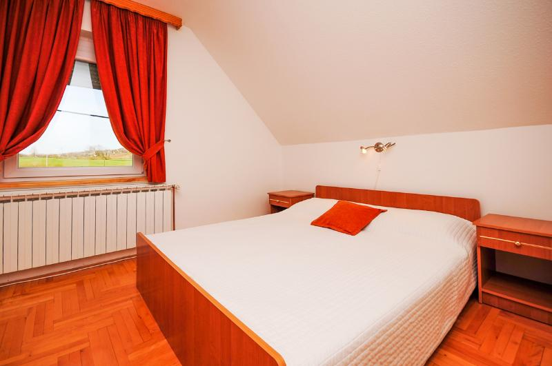 Apartment and Rooms Ankica - 80321-S1 - Image 1 - Smoljanac - rentals