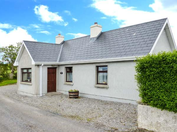 BLACKROCK VIEW, open fire, patio with furniture, close to beach, stunning sea views, Ref 913294 - Image 1 - Lissadell - rentals