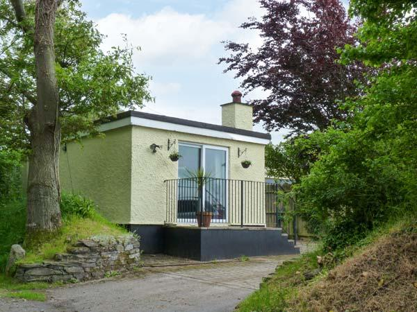 THE STUDIO, woodburning stove, patio, ground floor, close to St Kew Golf Club, Ref 913965 - Image 1 - Wadebridge - rentals