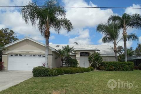 Front of House - Cape Coral Canal Beauty - Cape Coral - rentals