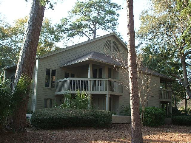 The villa at St. Andrews Common has a beautiful view of the George Fazio Golf Course. - Lovely Villa Golf/Lagoon View! Pool/Beach/Tennis - Hilton Head - rentals