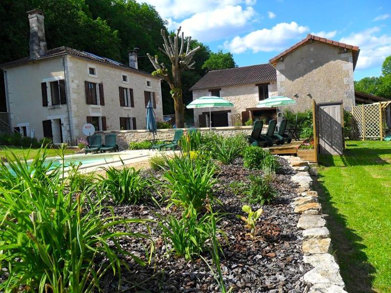 La Varenne Farmhouse Gîte - Villa & Heated Pool - Image 1 - St Front la Riviere - rentals