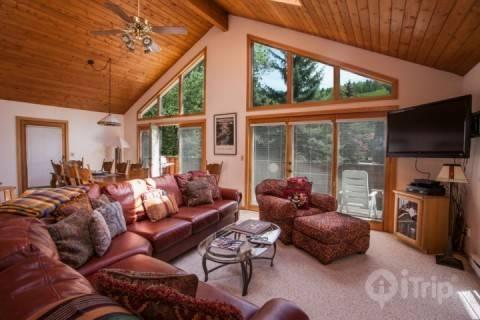 Mountain Views from Living Area - Vail Ski Locker- Excellent for Big Groups- Choose Vail or Beaver Creek! Easy Colorado Adventure Home - Minturn - rentals
