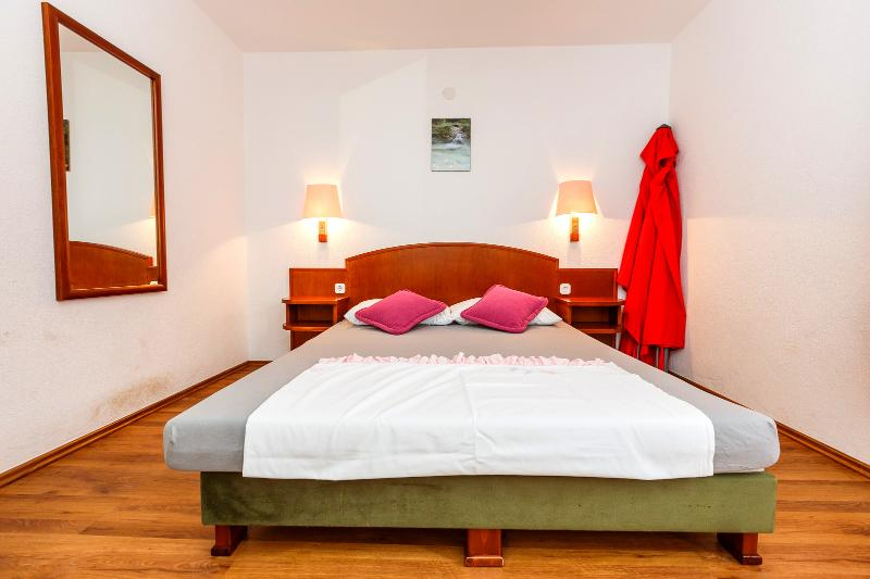 Enjoy the Serenity of our Apartment in Okrgu Donji in A6 - Image 1 - Okrug Donji - rentals