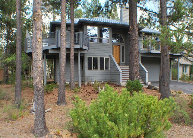 Perfect For A Family Getaway! Bikes, Hot Tub, Free Ski Shuttle - Image 1 - Sunriver - rentals