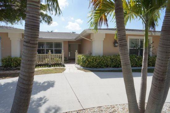 COPPER BEACH - SW Cape Coral 4b/3ba electric heated pool home, gulf access canal, Boat Dock and Lift 7000 lb which can be used for a Rental Boat, HSW Internet, - Image 1 - Cape Coral - rentals