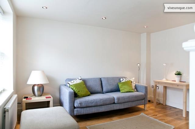 Aspenlea Road, 2 bed 2 bath cottage, West Kensington - Image 1 - London - rentals