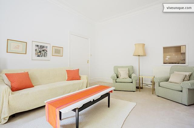 Timeless 1 bed, sleeping 4 on Cheyne Row, Chelsea - Image 1 - London - rentals