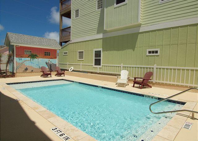 Community Pool - Peyton's Abbey, 6/4, Pool, Private Apt, Sleeps 20! - Port Aransas - rentals