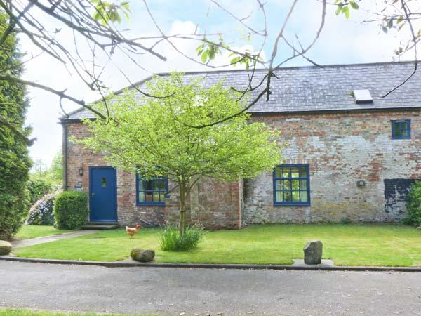 EXHIBITION COTTAGE, gas stove, courtyard with furniture, games field, Ref 912243 - Image 1 - Hornsea - rentals