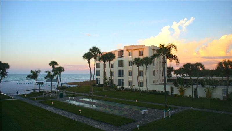 300ft from the beach, heated pool & game rm - 11 South - Image 1 - Siesta Key - rentals