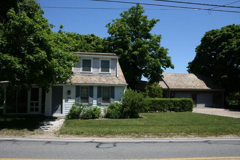 Spotlessly classic Cape steps from Rock Harbor. - COMORL 101160 - Orleans - rentals