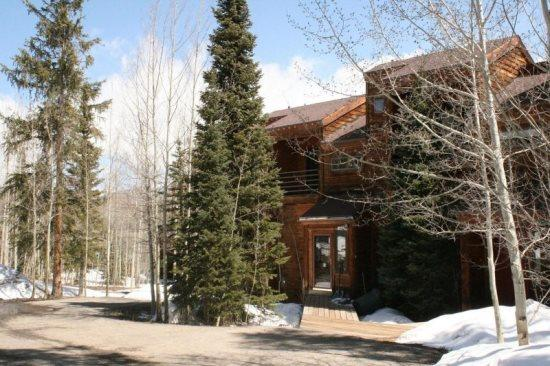 Parking Area / Front of the Townhomes - Mountain Serenity - Wildernest - rentals