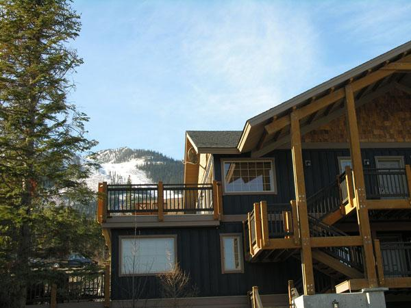 WINDFALL LODGE: Close enough to all the excitement of the Resort, yet just far enough away if youre looking for a bit of an escape - Windfall Lodge - Golden - rentals