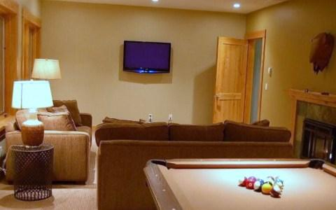 CREEKSIDE CHALET: This games room is complete with gas fireplace, pool table, foosball table and i-pod docking station on the 42 inch flat screen TV - Creekside Chalet - Golden - rentals