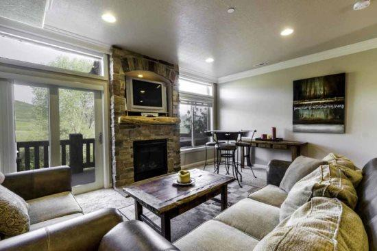 Snowbasin View Huntsille Condo| Luxury 2 Bedroom | Lakeside Unit 46 - Image 1 - Huntsville - rentals