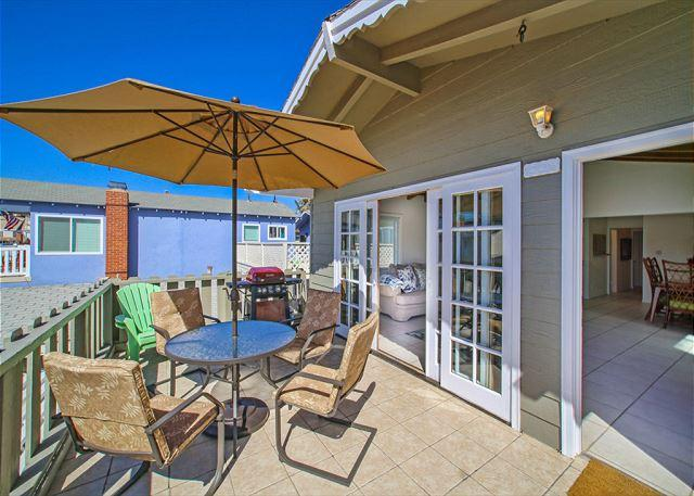6 Bedroom 4 bath in the 100 Block of Newport Beach (68361) - Image 1 - Newport Beach - rentals