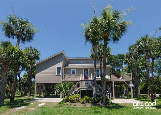 Island Gossip - Easy Beach Access,  Adorable Decor - Image 1 - Edisto Island - rentals