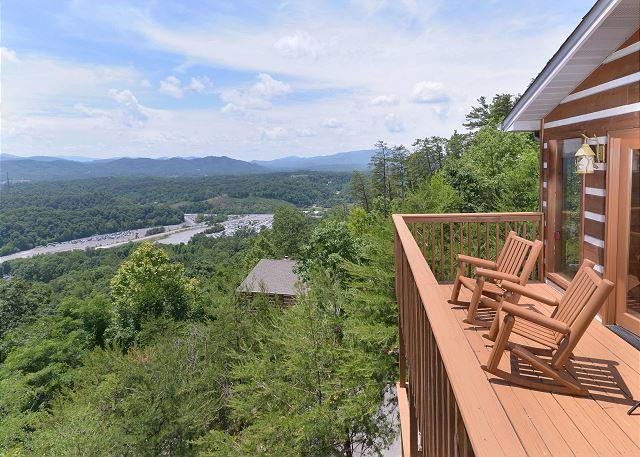 Luxury 2 bedroom, 1 mile to Dollywood Pigeon Forge TN, Smoky Mountain View - Image 1 - Sevierville - rentals