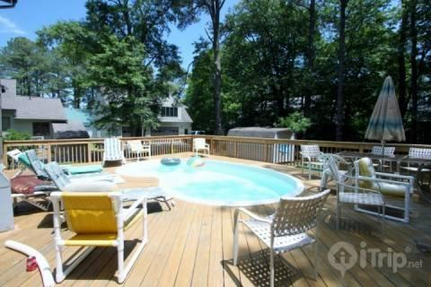 Pool with Large Rear Deck - Quiet 4 BR with Prvt Pool, 4 Blocks from the Beach, Huge Open & Enc. Decks, Opt Linens & Bath Towels - Bethany Beach - rentals