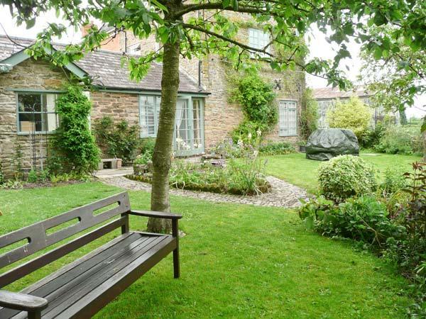 STONE COTTAGE, WiFi, enclosed garden with furniture, Ref 904161 - Image 1 - Shobdon - rentals