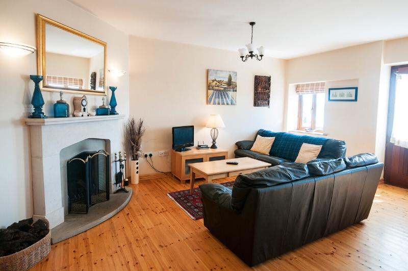 Cool and airy living - Sunset View - Roundstone - Roundstone - rentals