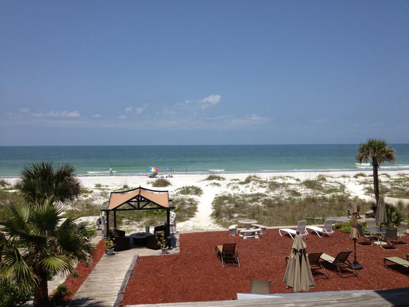 Perfect views from studio private deck - Gulf Views from this Beachfront Studio Apt - Indian Shores - rentals