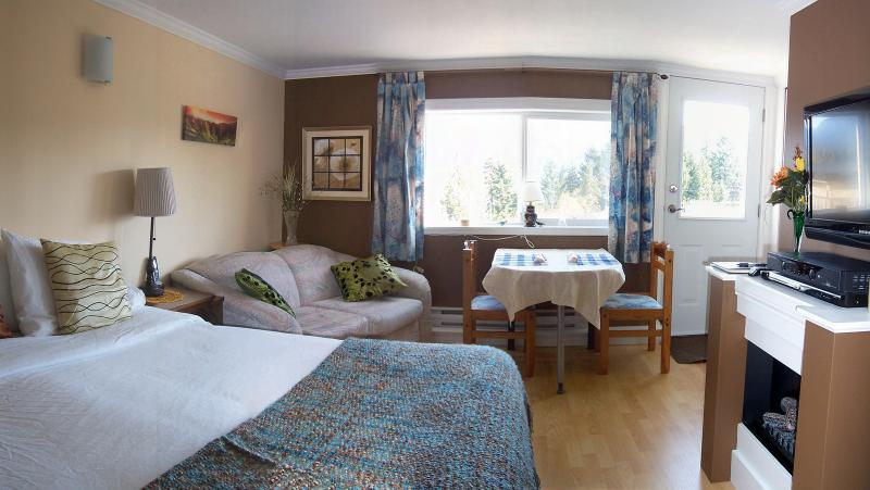 Cozy including TV - Above the Inlet B&B and Vacation Rental.... View! - Sechelt - rentals