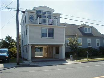 STONES THROW TO BEACH 92596 - Image 1 - Cape May - rentals