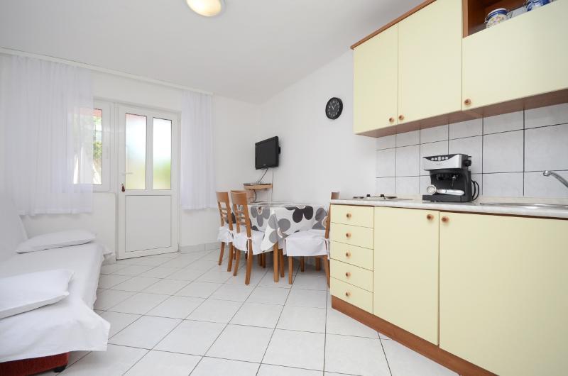 Apartment Dragica - 67481-A1 - Image 1 - Klenovica - rentals