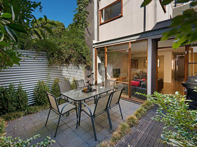 The beautiful courtyard garden - FitzGeorge - 2 bedroom in prime Melbourne location - Melbourne - rentals