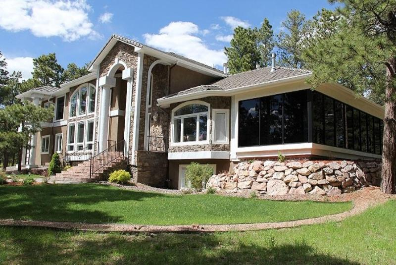 Front View of luxury Home - Luxurious Rental Home in Colorado Springs - Colorado Springs - rentals