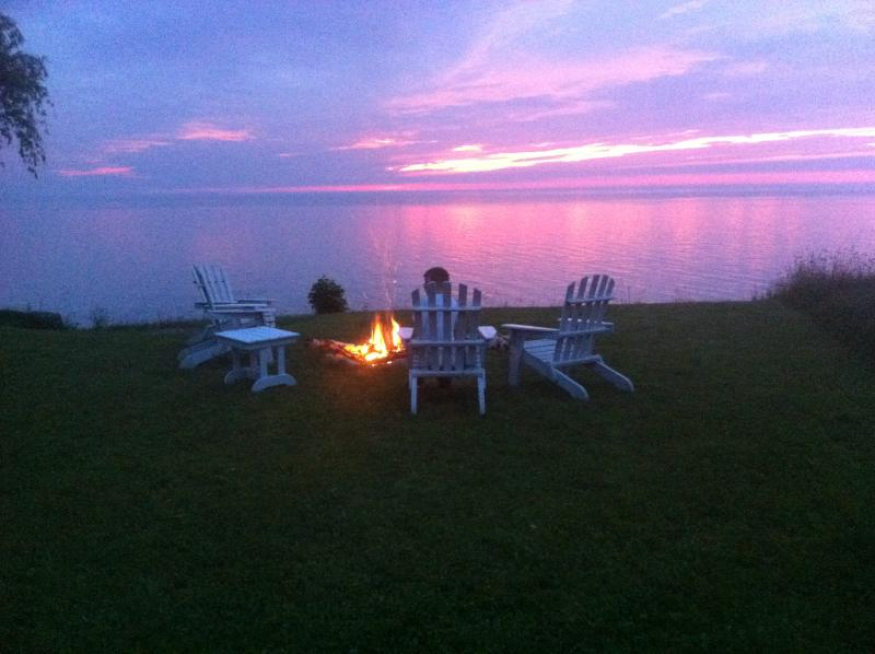 View from Lark's Cottage deck, firepit and outdoor seating at water's edge. - Lark's Lookout Waterfront Cottages - Niagara-on-the-Lake - rentals