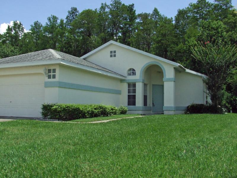 Pat and Ron's Holiday Home, Relaxing Retreat with a Pool - Image 1 - Kissimmee - rentals