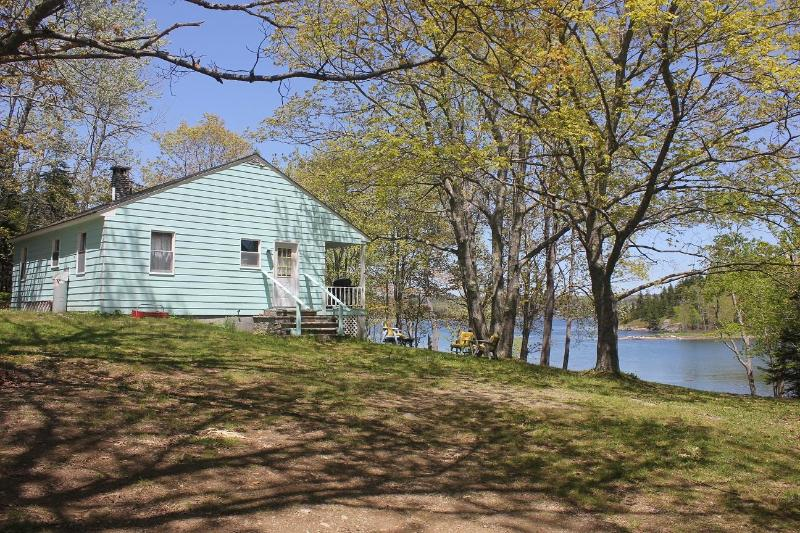 Bridges Cottage - Priavte and Delightful - *Bridges Cottage - Oceanfront*wi-fi*private*cable* - Little Deer Isle - rentals