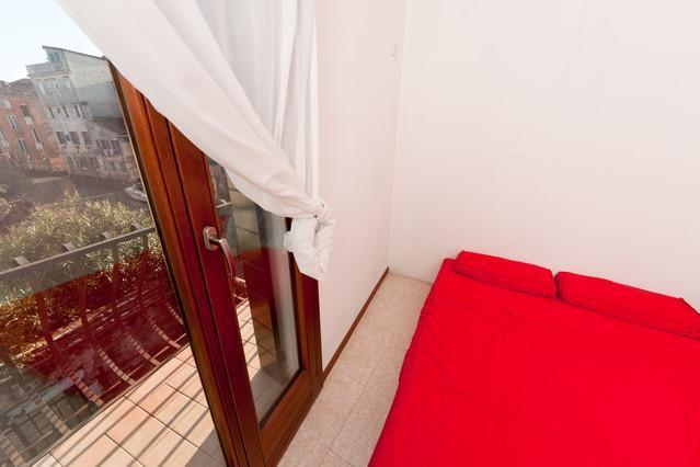 Spacious 3 br apartment with garden in Cannaregio - Image 1 - Friuli-Venezia Giulia - rentals