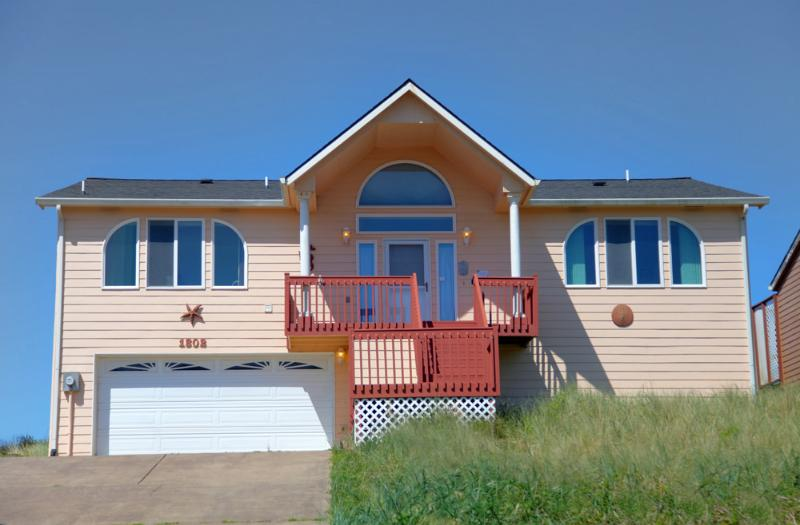 Ocean Front Home on a Sandy Beach! - Image 1 - Waldport - rentals