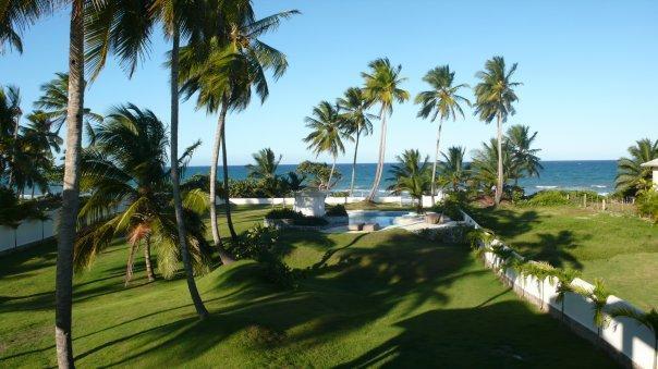front yard - Ocean Front Home 4/4.5 beach/pool/24 hr staff - Gaspar Hernandez - rentals
