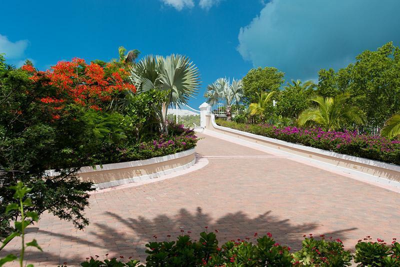 Entrance leading to Villa Splendida - Luxury 5 bedroom Ocean front Villa - Providenciales - rentals