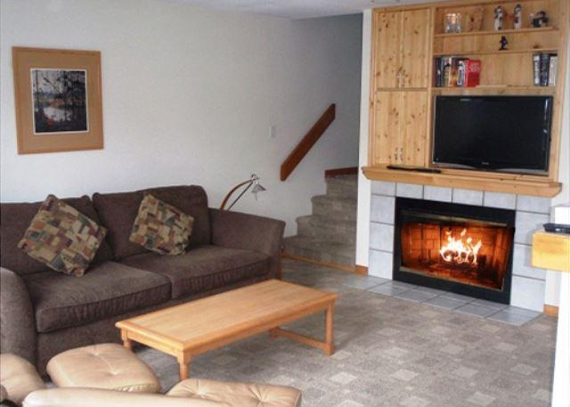 Living room - Forest Trails 24 - Private garage located in upper village includes free wifi - Whistler - rentals