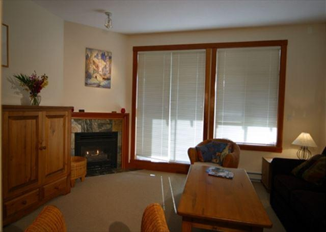 Living Room - Granite Court 206 - Free parking in convenient village location, free wifi - Whistler - rentals