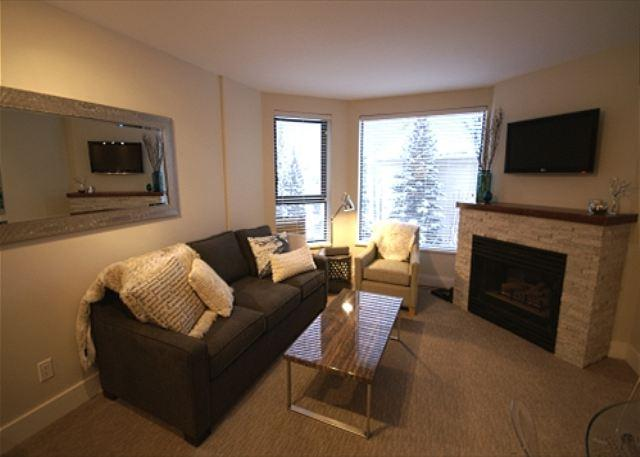 Living room - The Marquise 502 - Modern newly renovated suite, great location to the lifts - Whistler - rentals