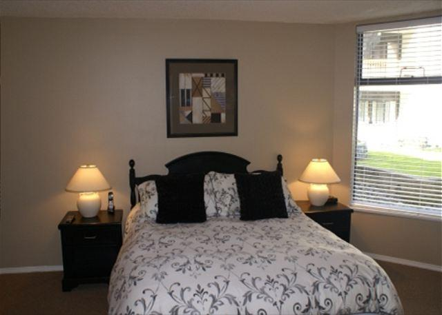 Bedroom - The Marquise 220 - Updated suite just steps from the slopes - Whistler - rentals