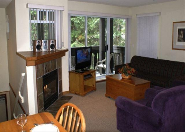 Living room - Stoney Creek Lagoons 32 - Conveniently located, private hot tub, free parking - Whistler - rentals