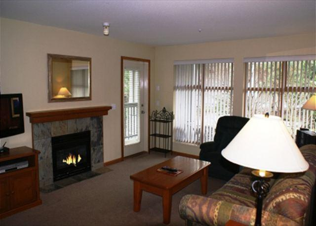 Living room - Stoney Creek Northstar 14 - Whistler village location, pool & hot tub access - Whistler - rentals